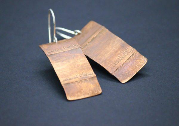 Ohrhänger aus Kupfer mit Linien