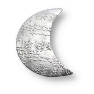 Kettenanhänger in Form eines Mondes geprägt mit einem Muster aus echtem Silber
