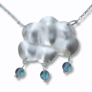 Halskette aus echtem Silber mit schimmernden Glasperlen